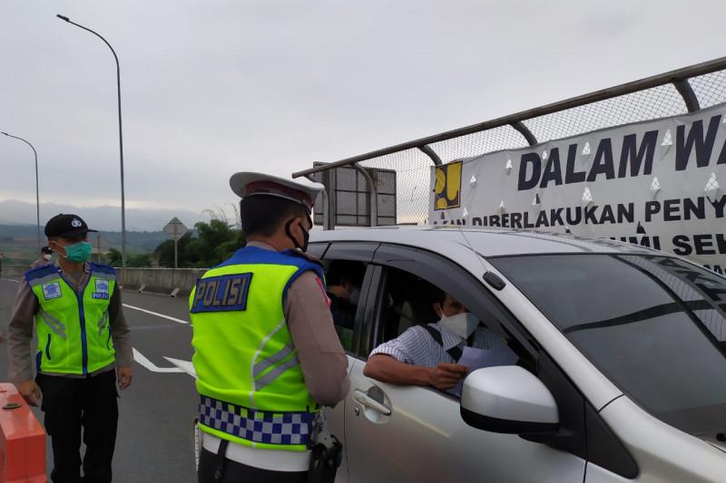 Ribuan kendaraan luar kota menuju Sukabumi diputar balik selama PPKM darurat