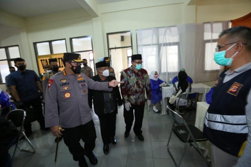 Kapolri tinjau vaksinasi oleh Persis di Bandung