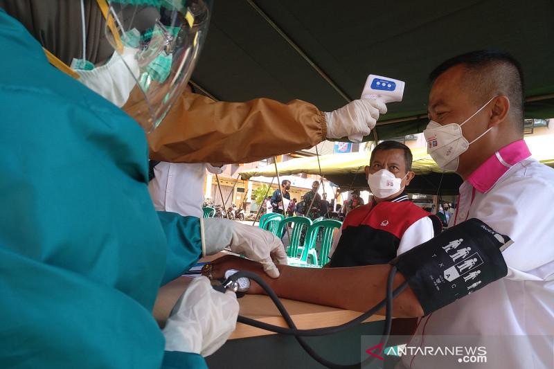 Ratusan karyawan SPBU di Garut antusias mengikuti vaksinasi COVID-19