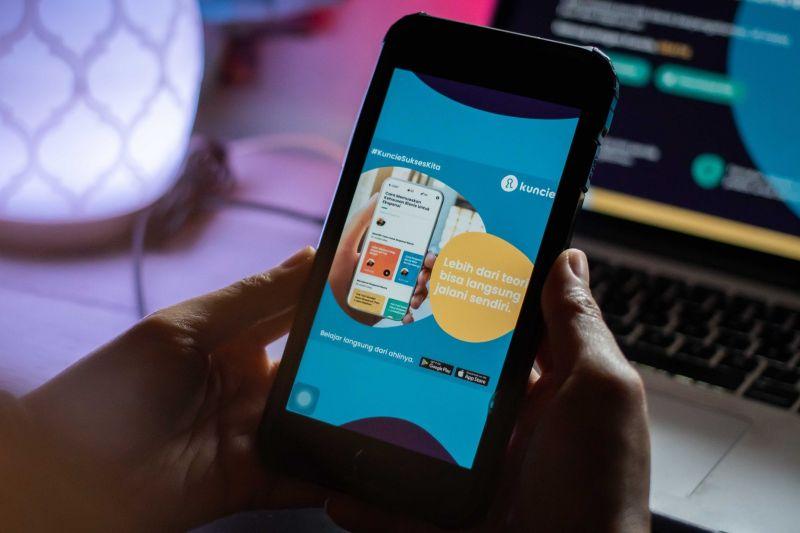 Telkomsel meluncurkan platform Kuncie
