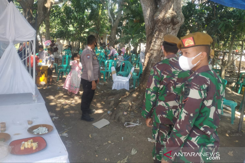 Satgas COVID-19 bubarkan pesta pernikahan di Muaragembong Bekasi