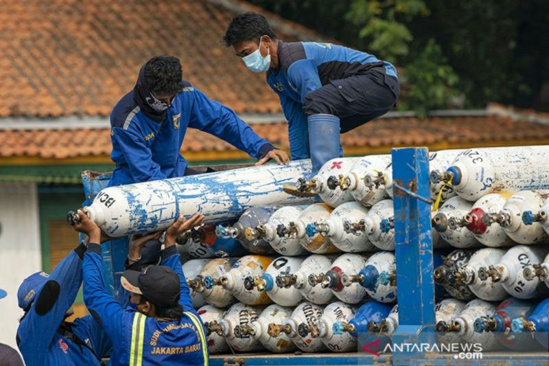 Medical oxygen aid flows in as Indonesia fights for breath