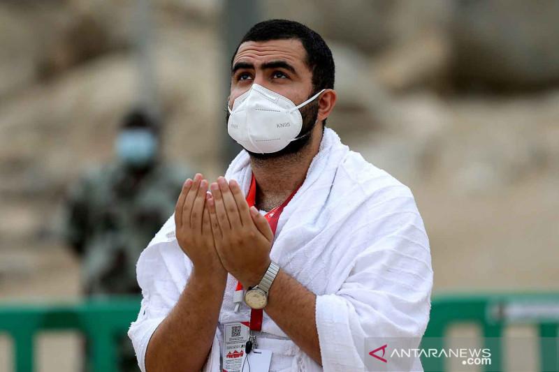 Jamaah haji berdoa di Arafah untuk dunia bebas pandemi COVID-19