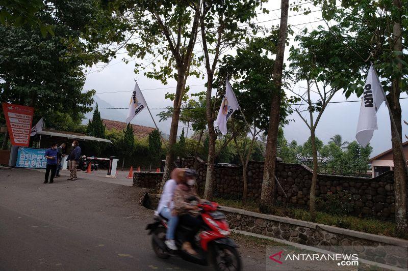 30 hotel dan restoran di Garut lakukan aksi pasang bendera putih