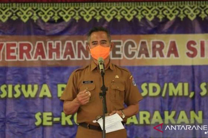 Wali Kota Tarakan Serahkan Beasiswa Prestasi Pada 4.272 Siswa