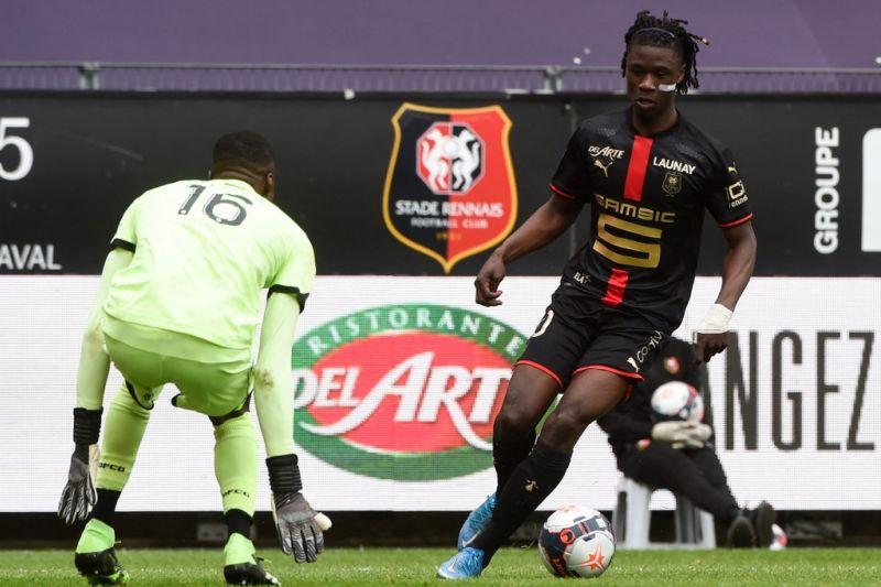 Rennes siap lepaskan bidikan MU, Eduardo Camavinga