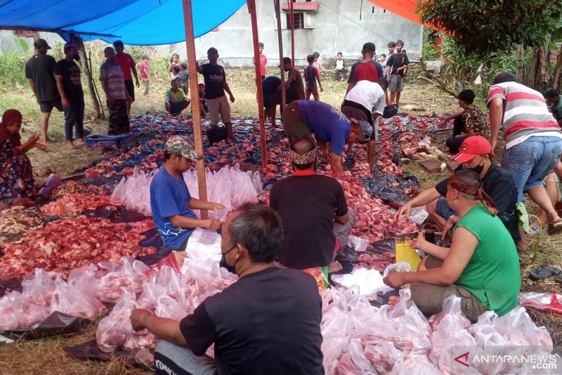 Melestarikan tradisi makan bersama disela penyembelihan hewan kurban oleh warga LDII Agam
