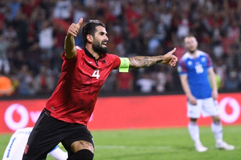 Lazio membela Elseid Hysaj dari serangan pendukung garis kerasnya