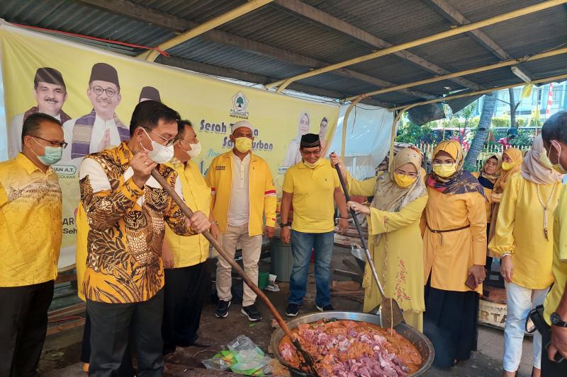 120 kilogram daging rendang dibagikan Golkar Sumbar untuk pasien COVID-19 dan masyarakat