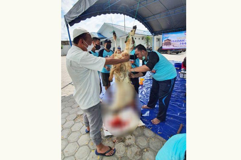 BRI Cabang Palangka Raya bagikan daging kurban 'door to door'