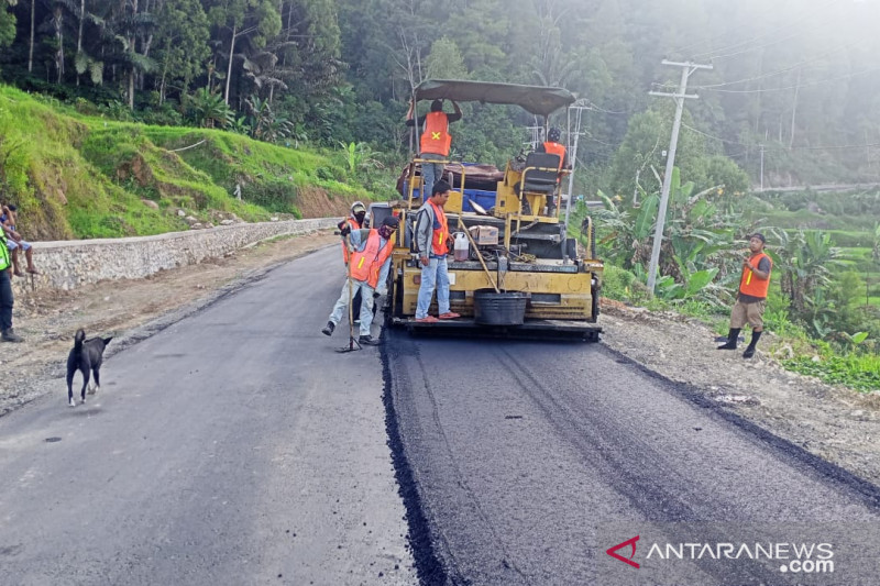 Plt Gubernur : Pembangunan ruas jalan Toraja Utara hingga Sulbar capai 43 persen