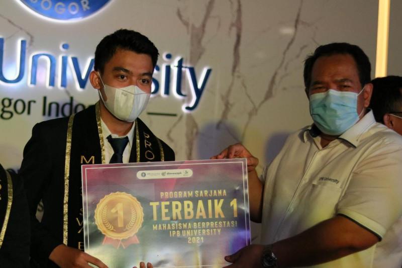 Imam Nuryawan raih predikat mahasiswa berprestasi IPB 2021