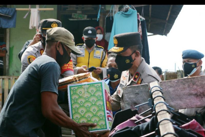 Polda Sumsel salurkan bantuan bagi  terdampak PPKM