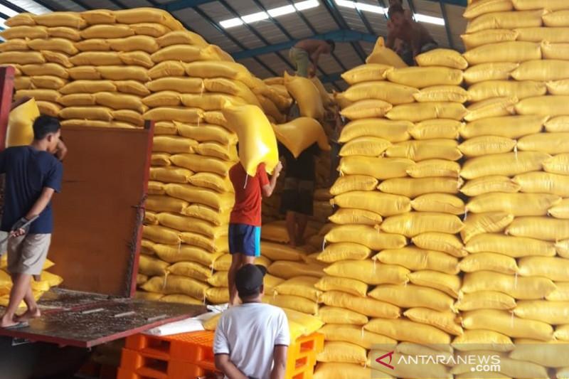 Bulog Sulawesi Tenggara miliki stok 10.000 ton beras