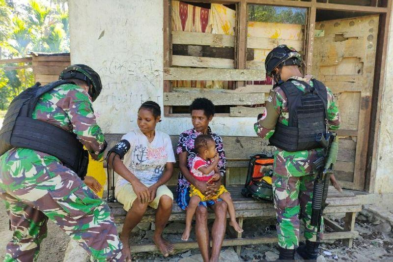 Satgas TNI beri layanan kesehatan kepada warga Papua di perbatasan
