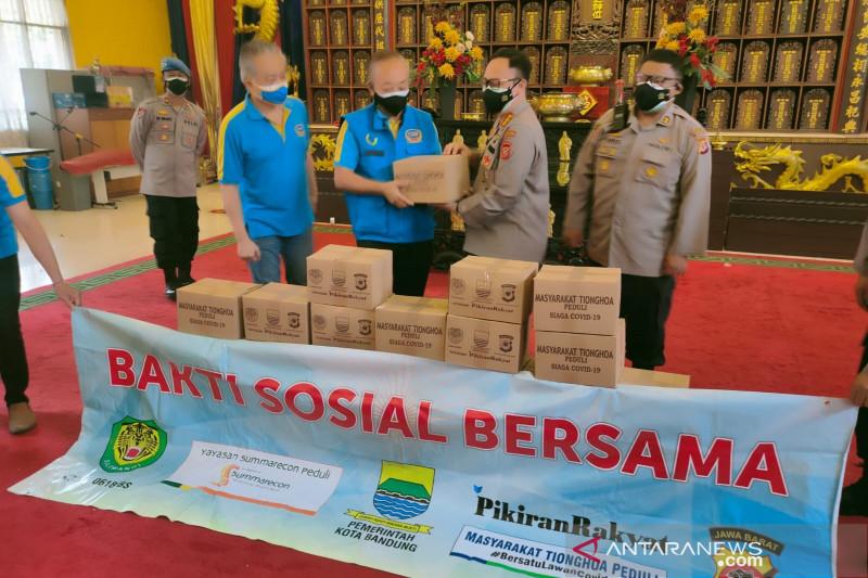 Polisi salurkan 10.000 sembako bagi warga terdampak PPKM di Bandung