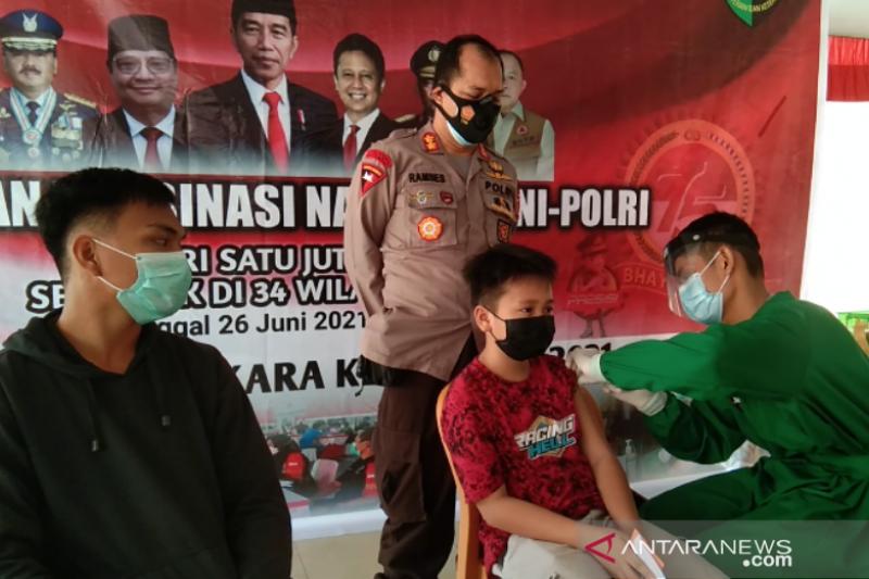 Brimob Polda Sulawesi Tenggara gelar vaksinasi massal