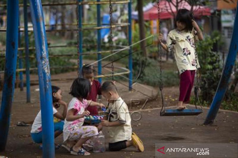 Anak-Anak Masih Beraktivitas Di Luar Rumah