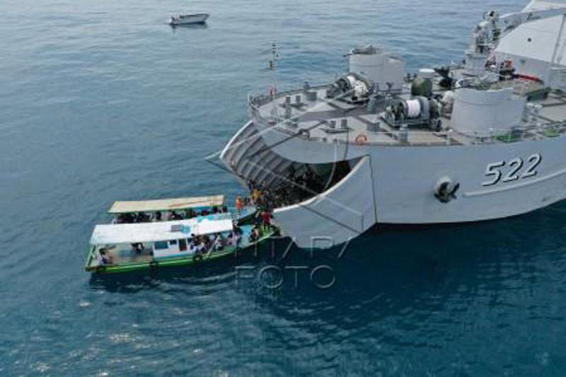 Operasi Serbuan Vaksinasi warga Kepulauan Seribu