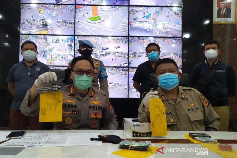 Polisi tangkap pemuda bawa senjata api diduga hendak demo di Bandung