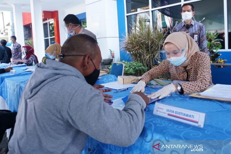 Pekerja jalanan di Garut dapat saweran uang Rp250 ribu