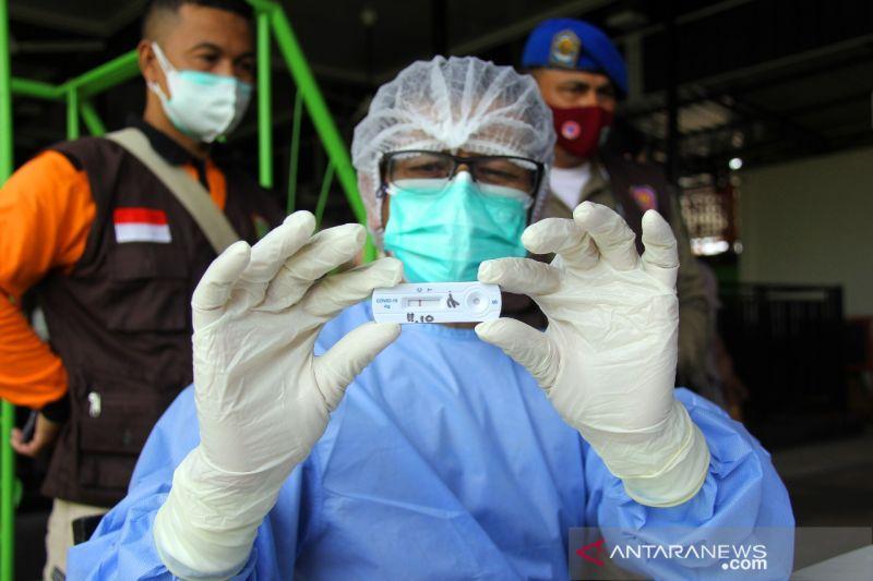 Tes rapid antigen acak bagi pekerja formal di Dumai