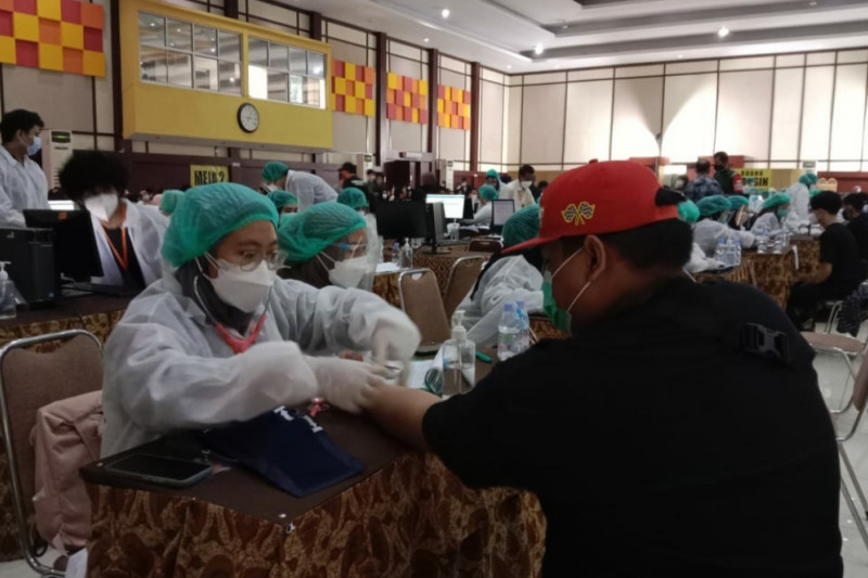 Ribuan pelajar ikuti Vaksinasi COVID-19 yang digelar di Itenas Bandung