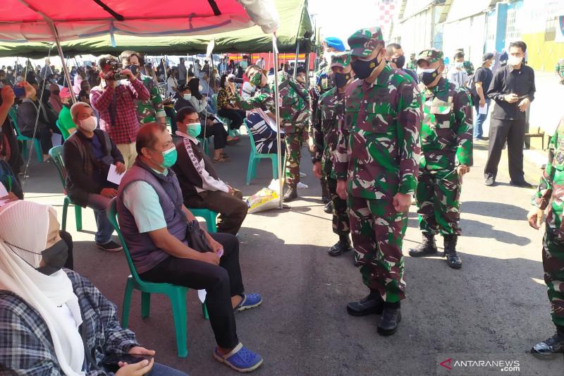 TNI AU targetkan vaksinasi ribuan warga di Lanud Bandung