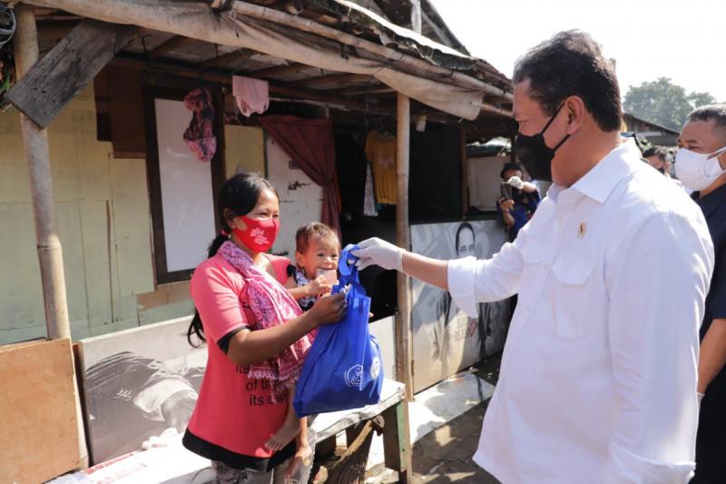 Tingkatkan imun, KKP bagikan satu ton ikan di Bantargebang Bekasi