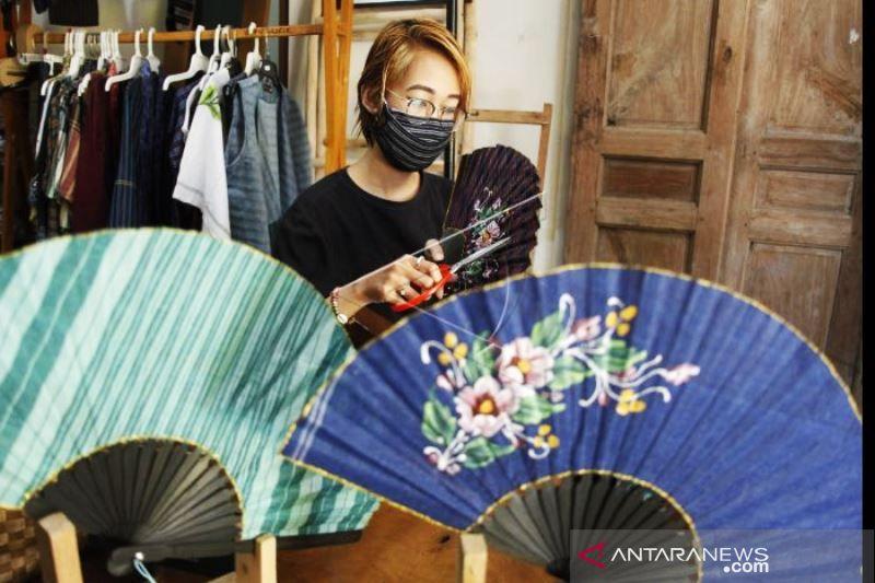 Kerajinan Fesyen Berbahan Lurik