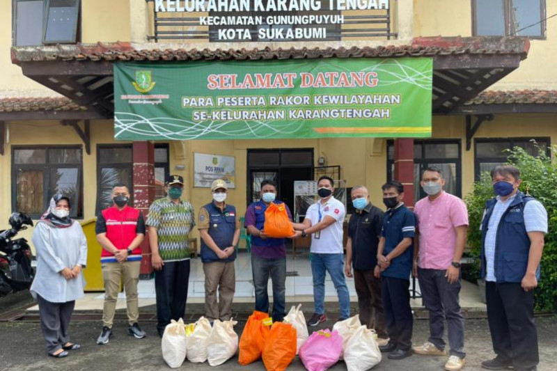 Pertamina salurkan paket sembako ke masyarakat Sukabumi terdampak pandemi