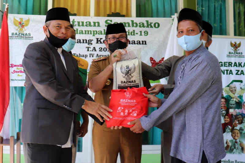 Baznas Cirebon salurkan 4.250 paket sembako bagi penyuluh agama non-ASN