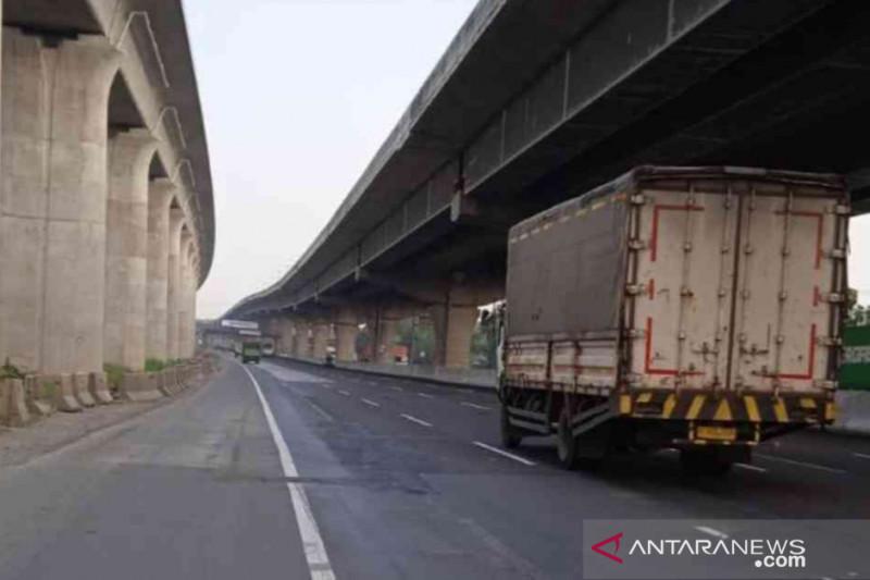 Dua titik Jalan Tol Jakarta-Cikampek diperbaiki