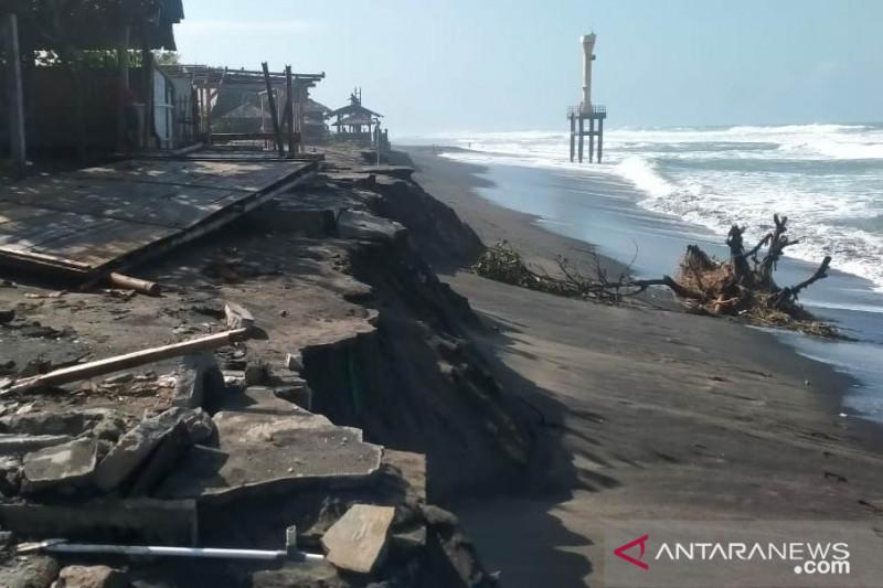 Ratusan nelayan pantai Selatan Cianjur berhenti melaut