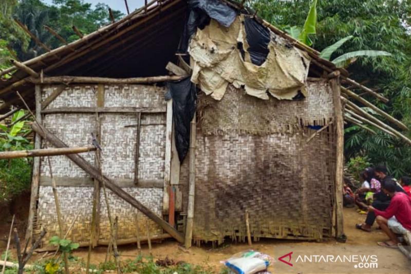 Kapolres Cianjur bantu renovasi rumah tak layak huni