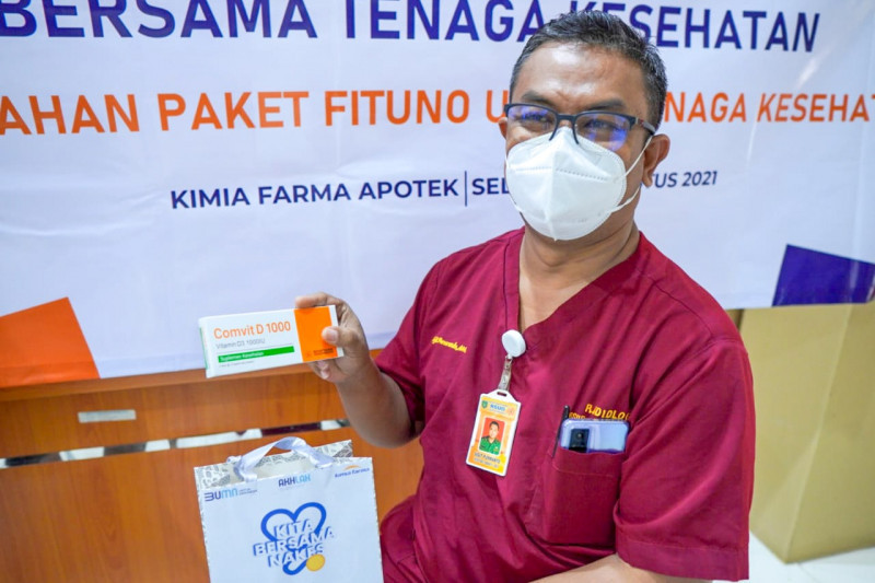 Kimia Farma salurkan 15.900 paket suplemen dan vitamin untuk nakes di Jabar