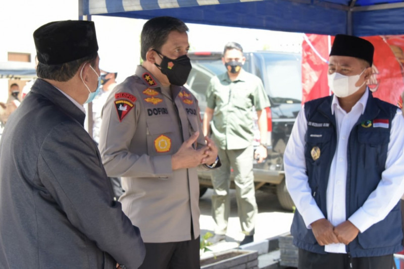 Wagub Jawa Barat tinjau dua lokasi vaksinasi COVID-19