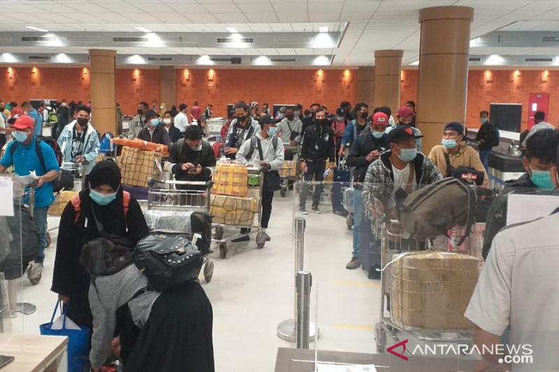 Lebih seratus pekerja migran dari Malaysia tiba di NTB - ANTARA News