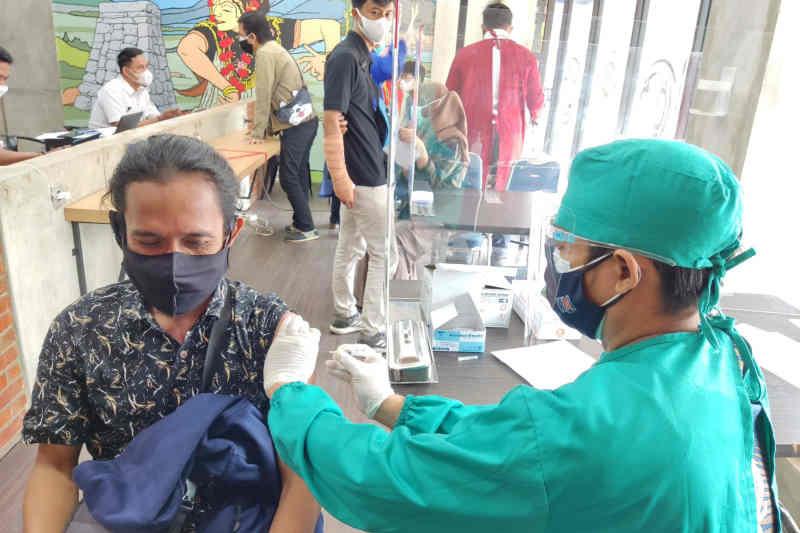 KAI catat 1.484 calon penumpang divaksin covid di Stasiun Cirebon