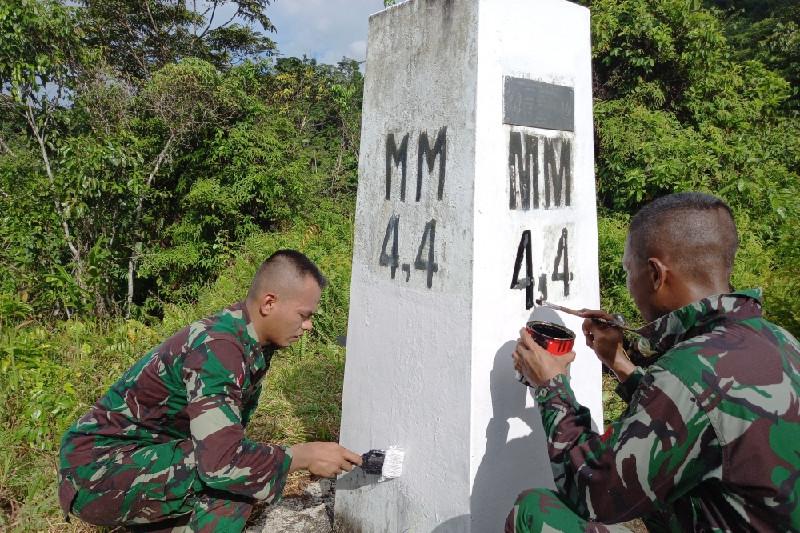 Satgas Yonif 403 Mengecek Patok Perbatasan RI-PNG