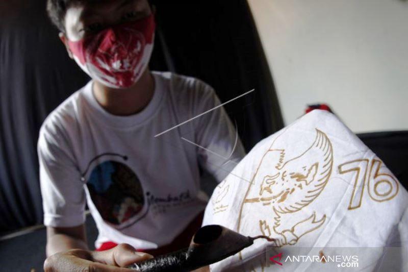 Masker Batik HUT ke-76 RI