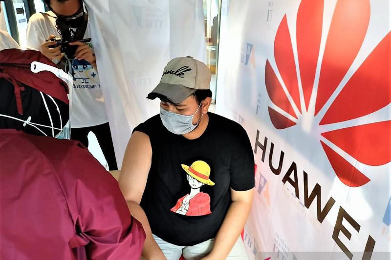 Huawei dukung IATF ITB selenggarakan vaksinasi covid massal