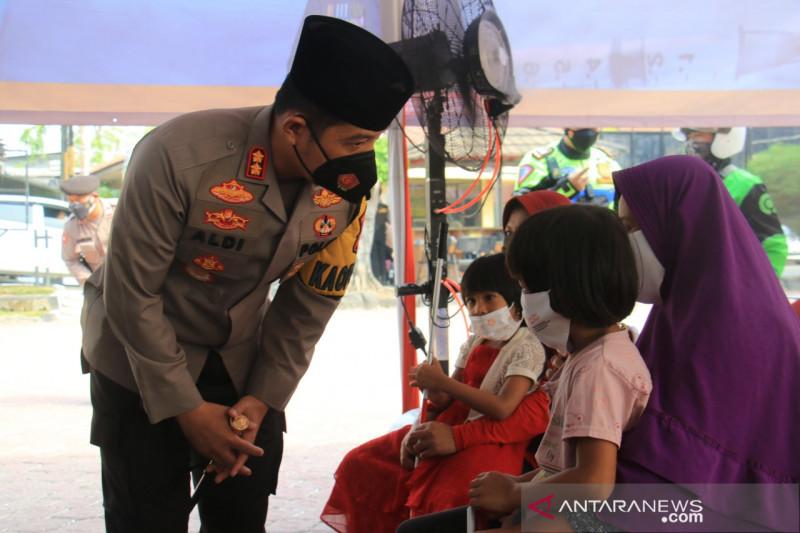 34 penyandang disabilitas ikuti vaksinasi di Polres Karawang