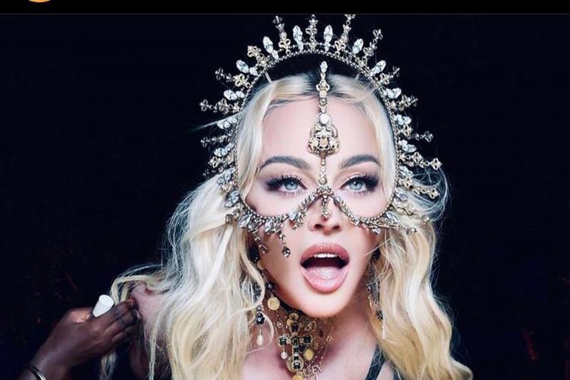 Aksesori hiasan kepala rancangannya tiga kali dipakai Madonna, ini tantangan Rinaldy Yunardi