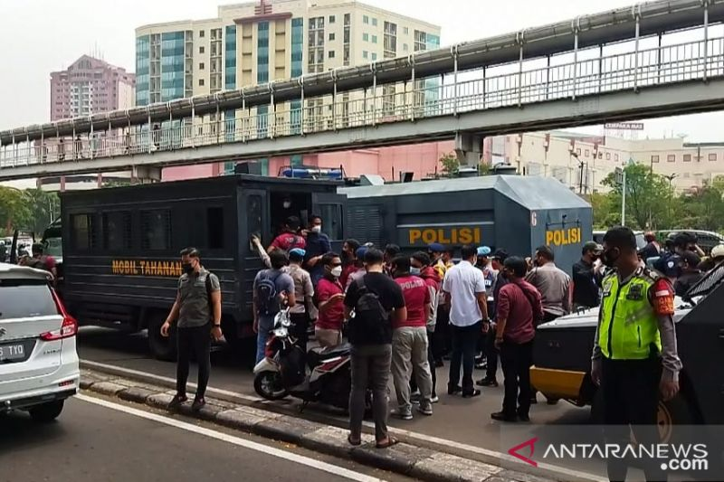 Polisi amankan puluhan orang saat sidang banding Rizieq Shihab di PT DKI