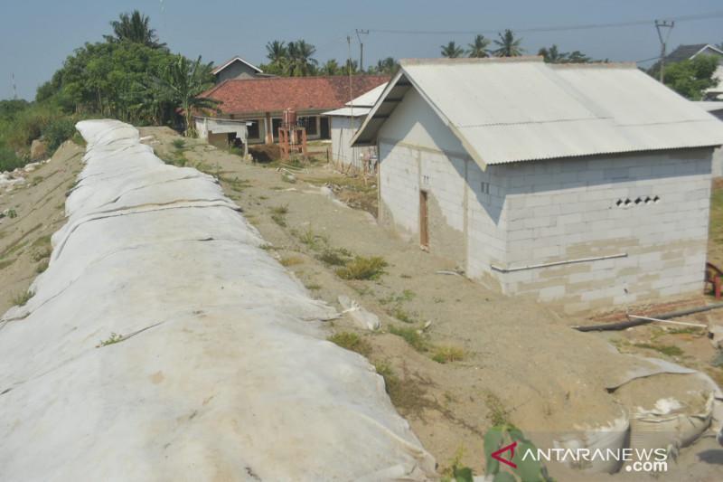 Spektrum - Menunggu perbaikan permanen Tanggul Sungai Citarum di Bekasi