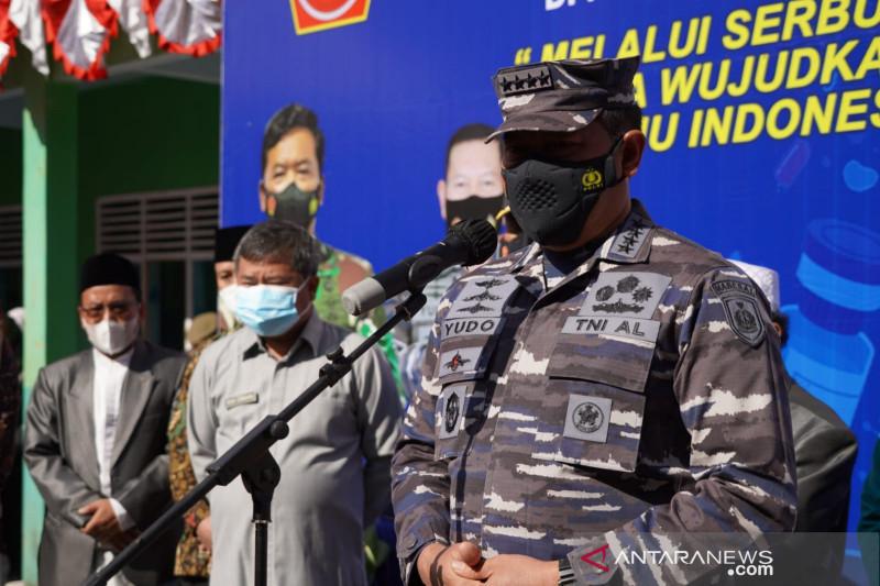 TNI AL siagakan KRI Soeharso percepat vaksinasi jelang PON