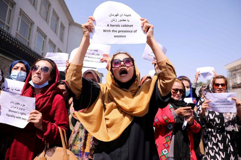 Taliban izinkan perempuan Afghanistan belajar di perguruan tinggi, tapi kelasnya dipisah