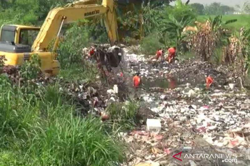 Sampah Kali Busa Bekasi berasal dari hulu sungai
