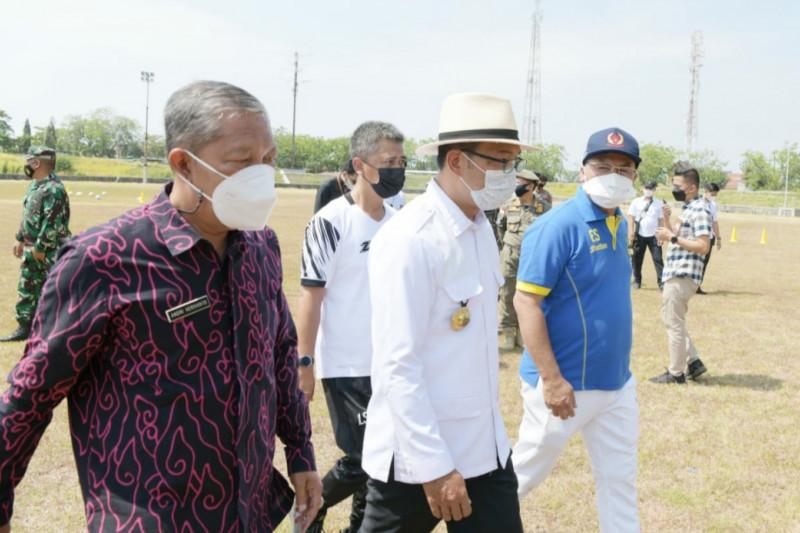 Gubernur beri motivasi tim sepak bola dan voli Jabar jelang PON